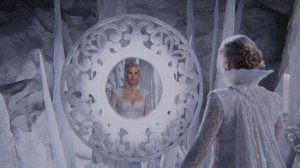 Once-Upon-a-Time-4x06-Family-Business-Snow-Queen-looking-at-herself-in-the-mirror-650x365