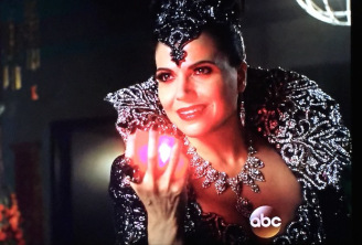 once-upon-a-time-season-5-finale-evil-queen