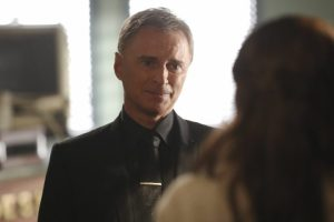 once-upon-a-time-6x09-changelings-rumplestiltskin-talks-to-belle-720x480